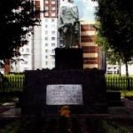 Братская могила в бывшей деревне Александровка (ныне между 14-м мкрн и ж/д путями). Памятник на могиле установлен в 1956 году