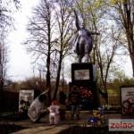 Братская могила в деревне Каменка, рядом с бывшей ул. Зеленая. На табличке 38 фамилий. Есть свидетельства, что в могиле покоятся останки более 1000 солдат как Красной, так и немецкой армий. Памятник на могиле установлен в 1956 году