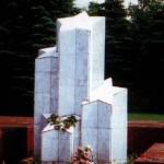Братская могила на городском кладбище. Сюда перенесены останки двух неизвестных солдат, найденных в 8-м мкрн. Памятник «Солдатские звезды» (архитектор А.Г.Стискин). Установлен у входа на кладбище 8 мая 1981 г.