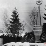Первый обелиск погибшим воинам на Ленинградском шоссе