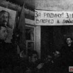 Генерал Ревякин В.А. - командир 8-й гвардейской стрелковой дивизии, среди бойцов и командиров в поселке Крюково в январе 1942 г.